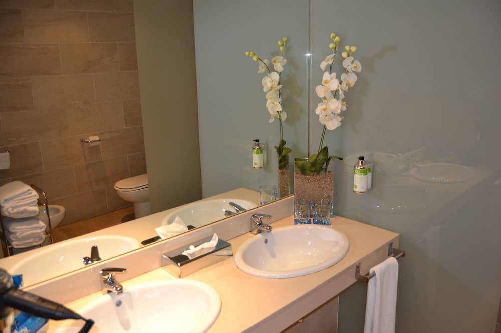 Premium Double or Twin Room - Bathroom Sink