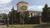 Choose This Business Hotel in Brooklyn Park -  - Online Room Reservations
