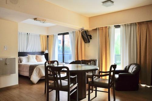 高爾夫球塔套房公寓酒店/