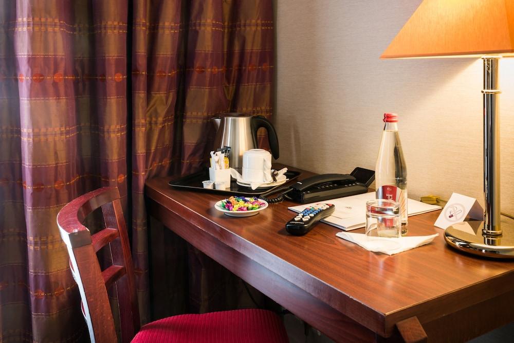 Hotel Pavillon Monceau In Paris Book On Hotels Com