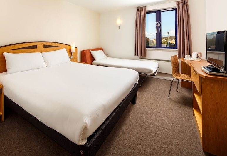 ibis Wellingborough, Wellingborough, Family Double Room, 1 Double Bed with Sofa bed, Guest Room