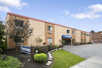 Picture of Travelodge by Wyndham Cleveland Lakewood in Lakewood