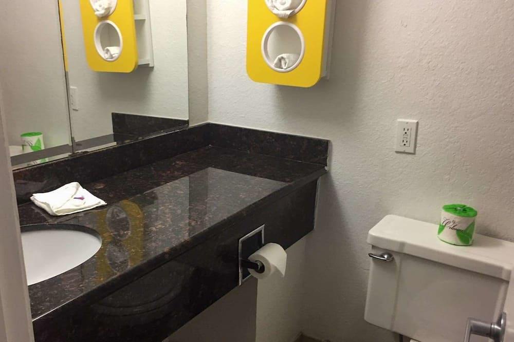 Deluxe Δωμάτιο, 1 King Κρεβάτι, Καπνιστών, Ψυγείο & Φούρνος Μικροκυμάτων - Μπάνιο