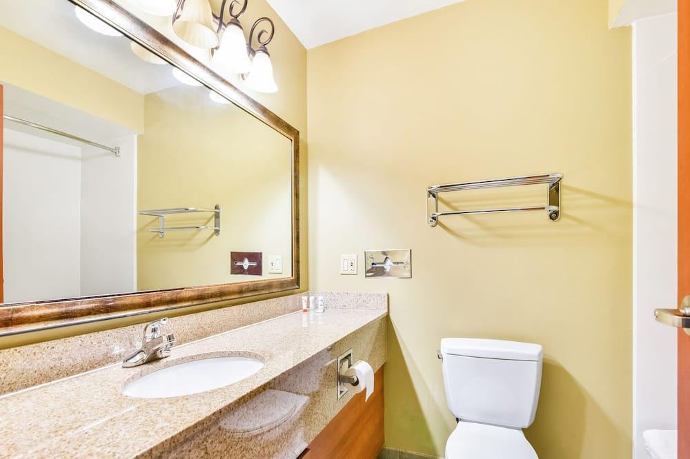 Huone, 1 suuri parisänky - Kylpyhuone