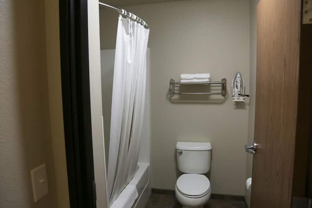 Tuba, 2 laia voodit, suitsetamine keelatud - Vannituba