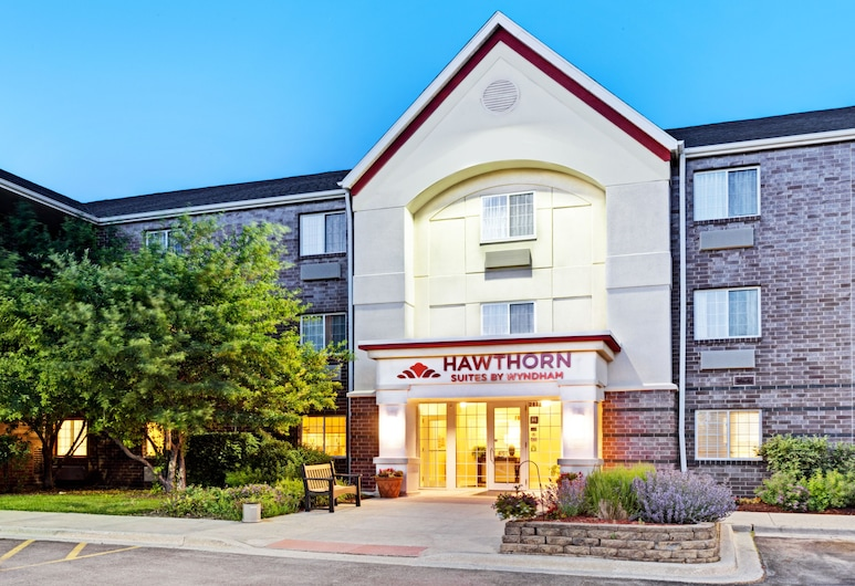 Hawthorn Suites by WY Chicago Schaumburg, Schaumburg, Hotellfasad - kväll