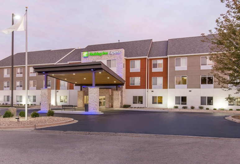 Holiday Inn Express & Suites Chicago West - St Charles, St. Charles