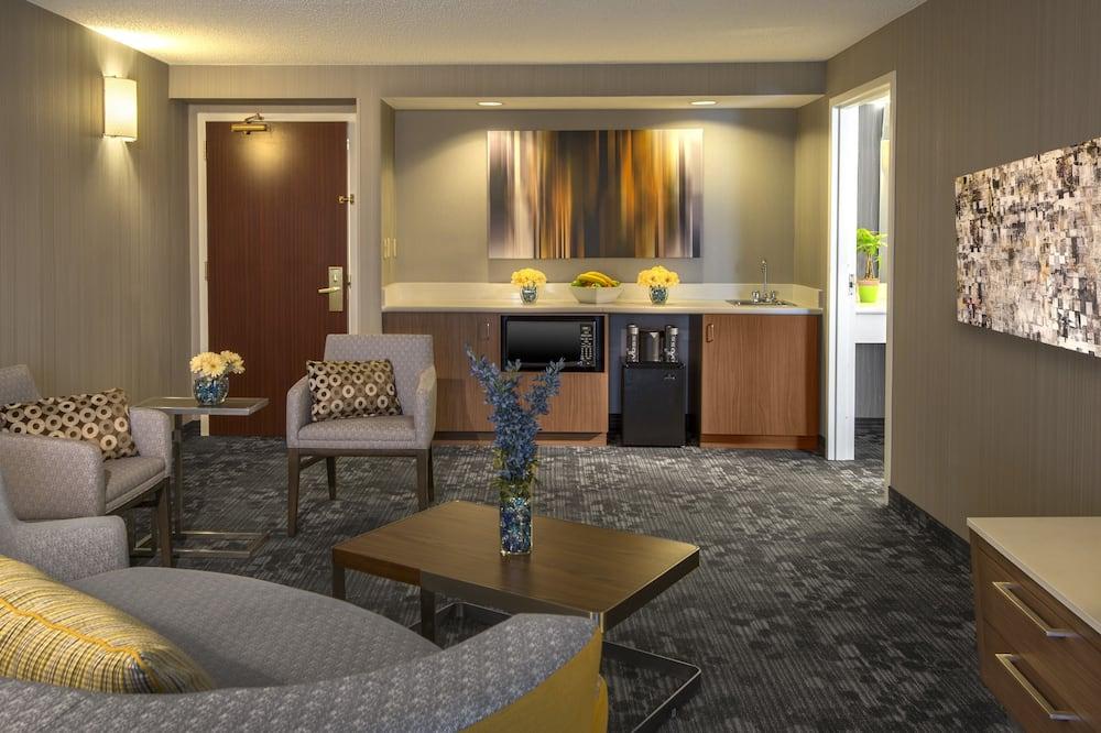 Room, 2 Queen Beds, Non Smoking - Living Room
