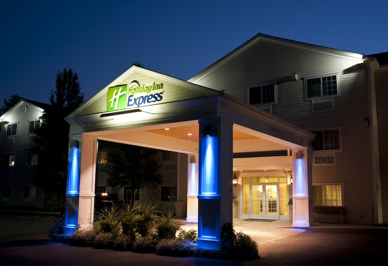 Holiday Inn Express North Conway, an IHG Hotel, North Conway, Hotel Front – Evening/Night