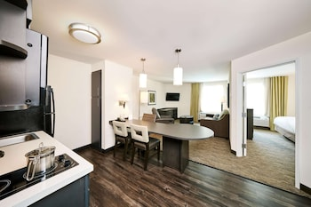 Foto Sonesta Simply Suites Baltimore BWI Airport di Linthicum Heights