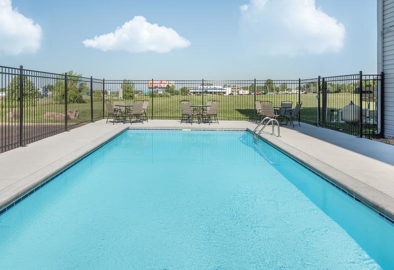 Quality Inn & Suites Blue Springs - Kansas City, Blue Springs, Udendørs pool