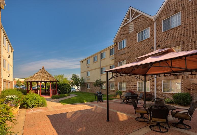 TownePlace Suites by Marriott Wichita East, Wichita, Gårdsplass
