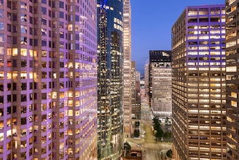 15 Closest Hotels to Main Street Square Station in Houston