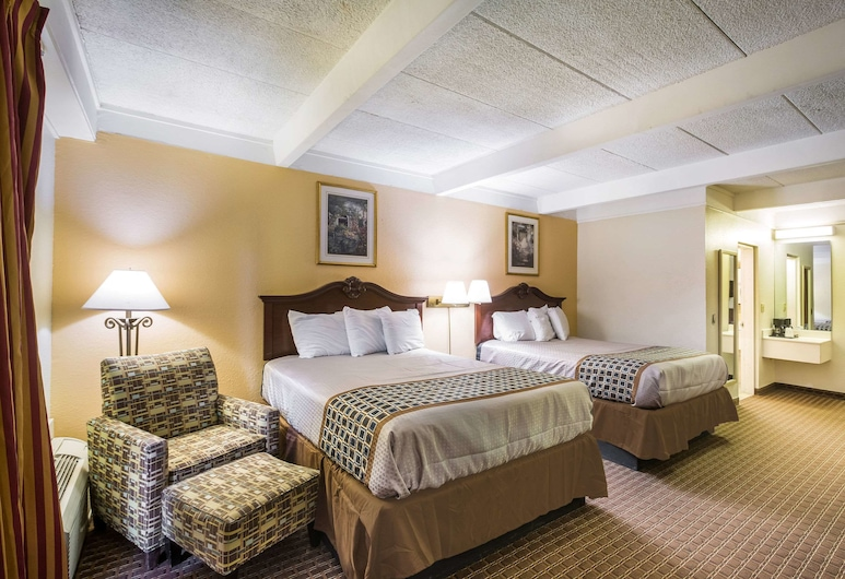 Rodeway Inn, Macon, Standard Room, 2 Queen Beds, Smoking, Guest Room