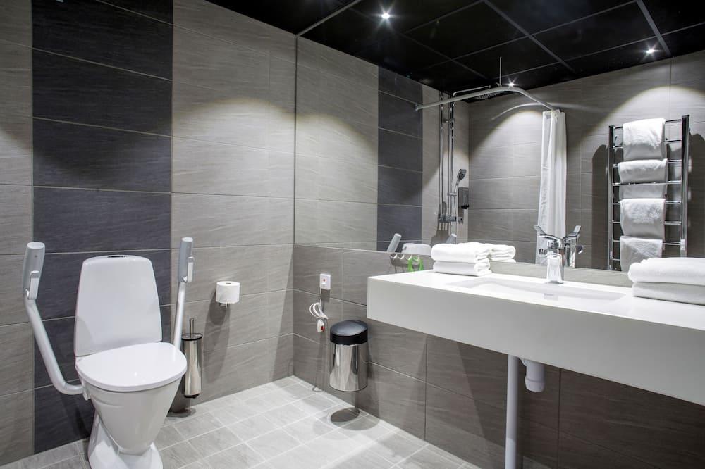 Familieværelse - handicapvenligt - uden vindue - Badeværelse