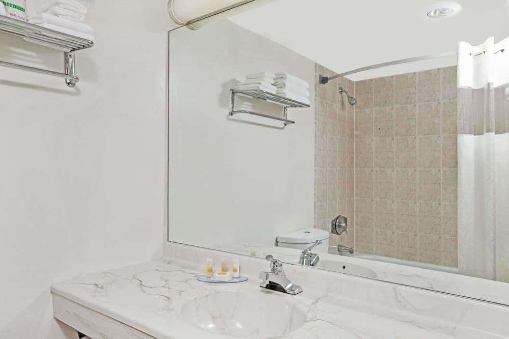 Suite Studio, 1 très grand lit, non-fumeurs - Salle de bain