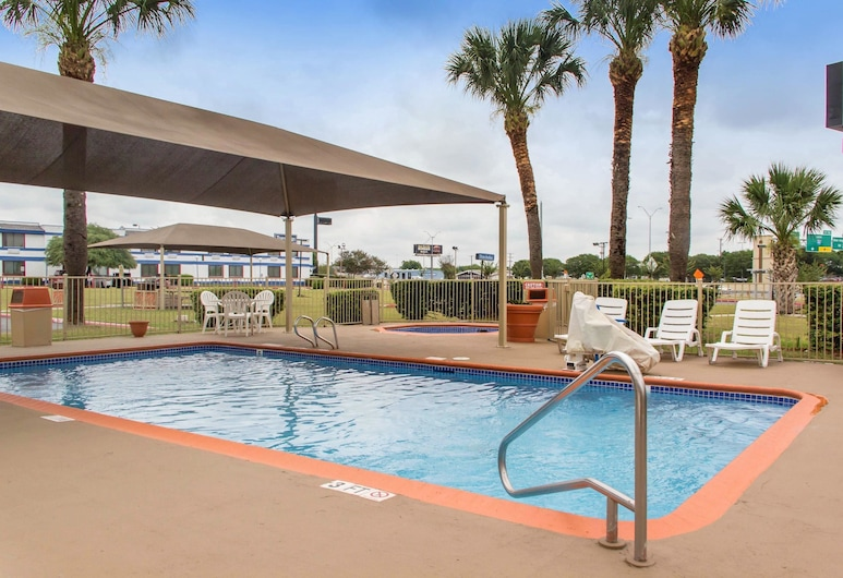 Quality Inn & Suites I-35 - near ATT Center, San Antonio, Bazen