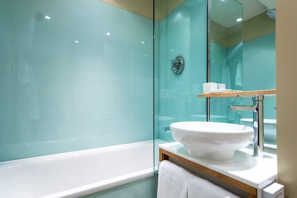 Executive - kahden hengen huone, 1 suuri parisänky, Parveke - Kylpyhuone