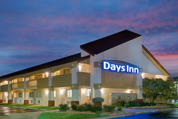 Picture of Days Inn by Wyndham Overland Park/Metcalf/Convention Center in Overland Park