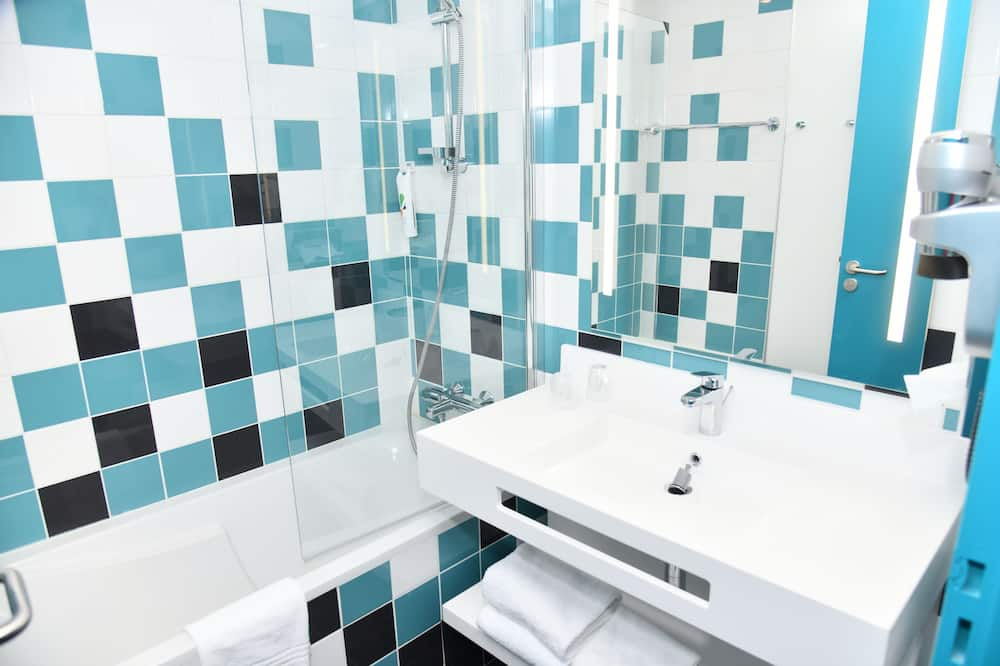 Family Double Room, 1 Katil Kelamin (Double) dengan Katil Sofa (Comfort) - Bilik mandi