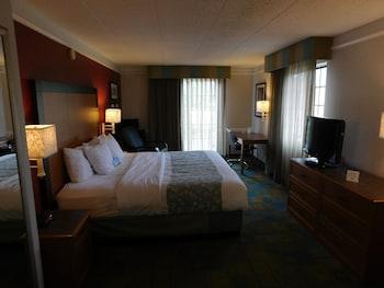 Picture of Days Inn & Suites by Wyndham Schaumburg in Schaumburg