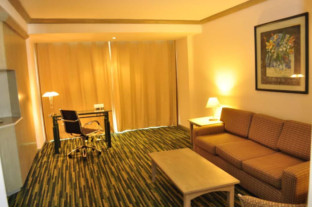 Studio Suite, 1 King Bed - Living Area