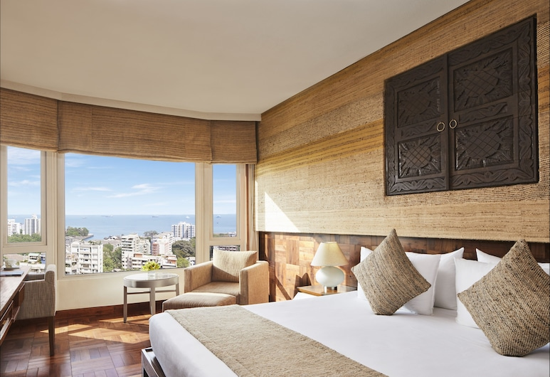 President, Mumbai - IHCL SeleQtions, מומבאי, חדר דה-לוקס, מיטת קווין, נוף חלקי לים, נוף מחדר האורחים