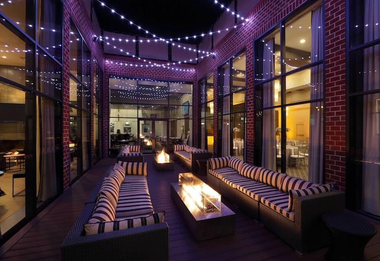 Hilton Mystic, Mystic, Courtyard