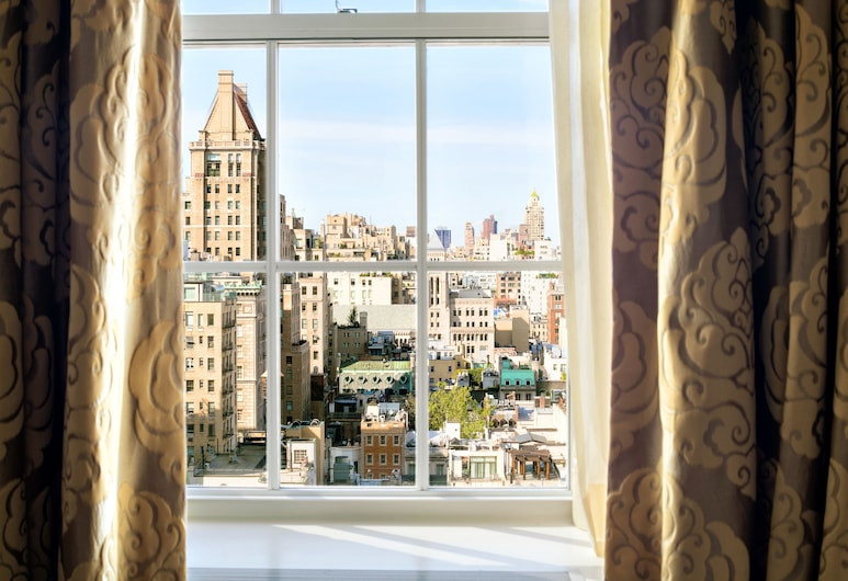 The Pierre, A Taj Hotel, New York, ניו יורק, חדר סיגנצ'ור, מיטת קינג, נוף לפארק, נוף מחדר האורחים
