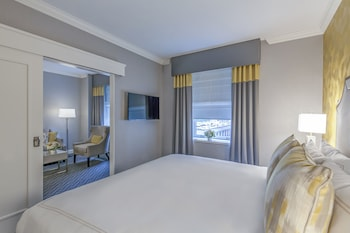 Choose This Luxury Hotel in Seattle