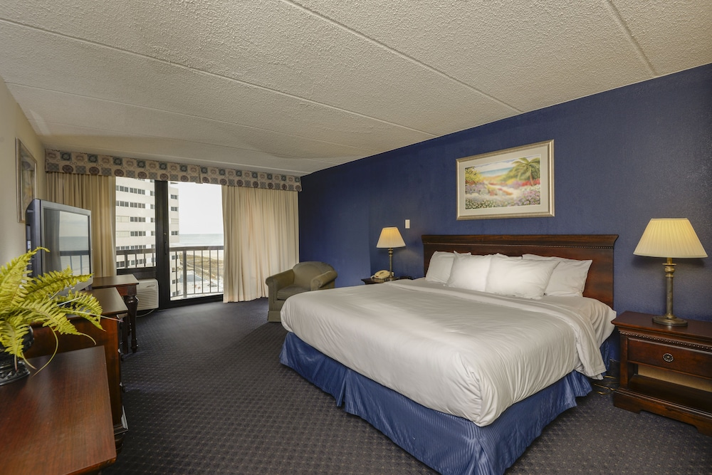 Book Clarion Resort Fontainebleau Hotel - Oceanfront, Ocean City from $77/night - Hotels.com