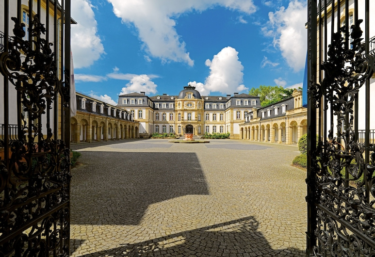 Sheraton Offenbach Hotel, Offenbach am Main, Courtyard