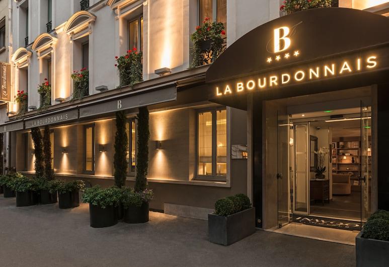 Hotel La Bourdonnais, Paryż, Wejście do hotelu