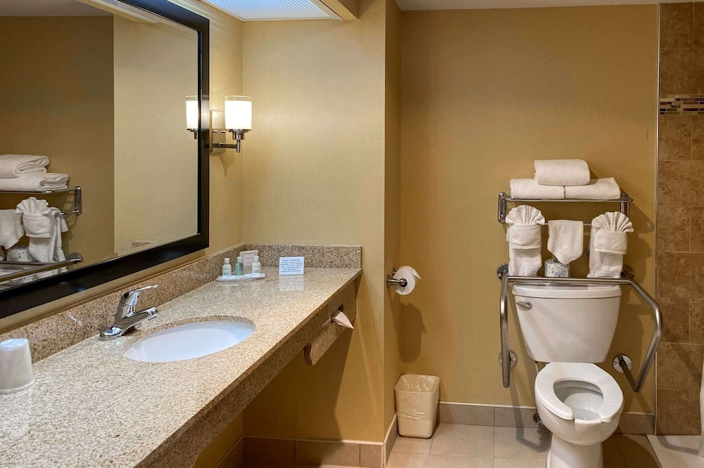 Room, 2 Double Beds, Accessible, Non Smoking (Roll in Shower) - Bathroom