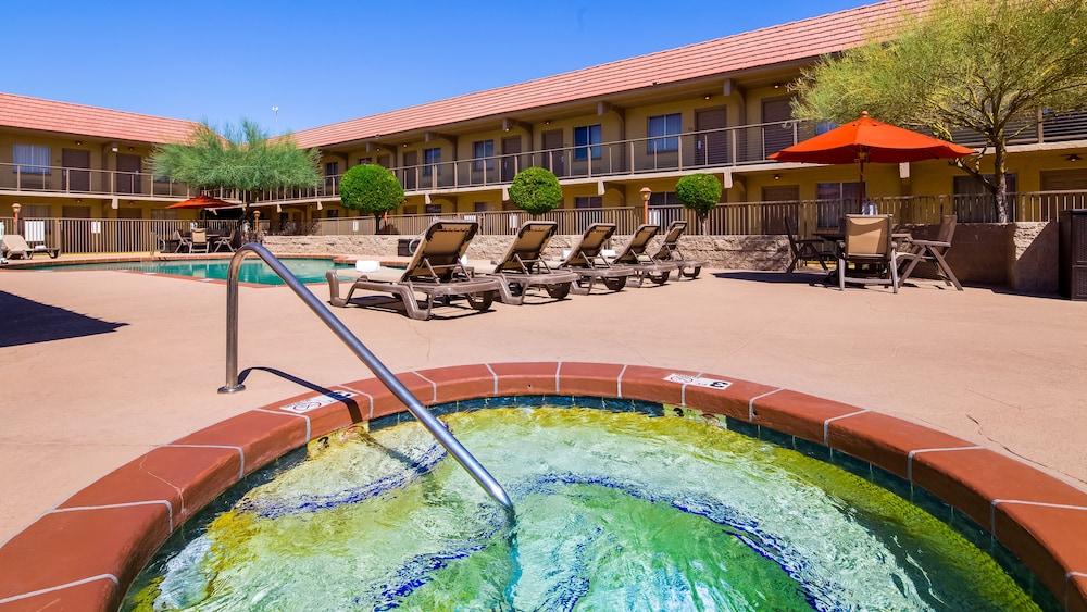 Best Western Airport Inn Phoenix Outdoor Spa Tub
