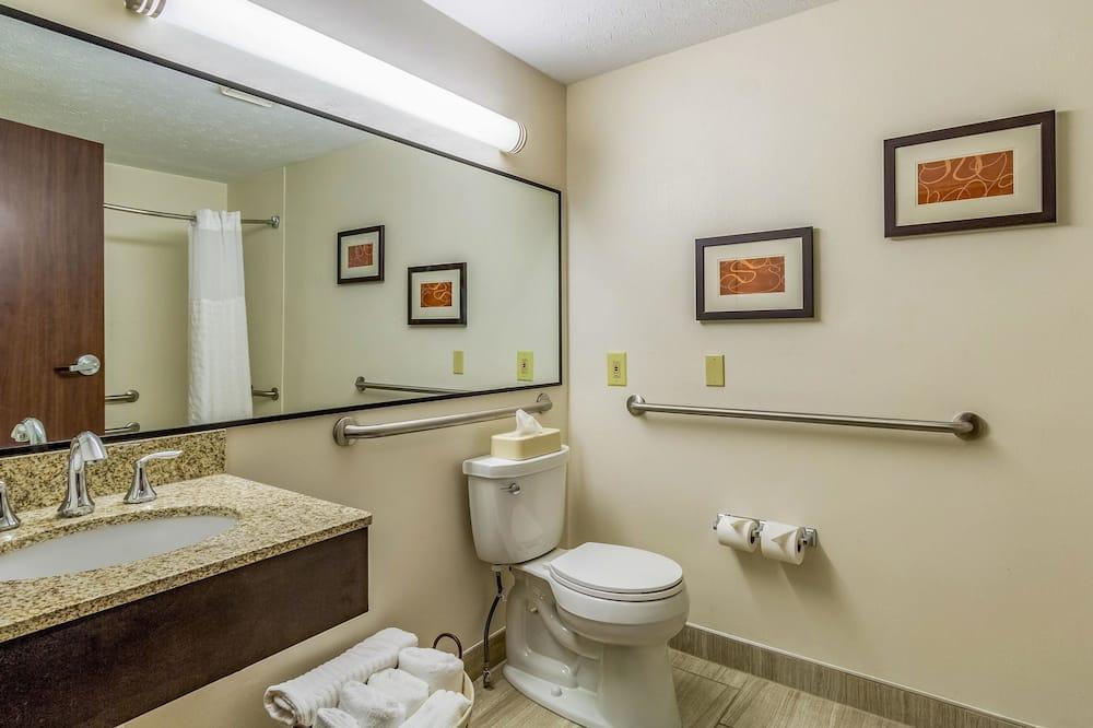 Zimmer, 1King-Bett, barrierefrei, Nichtraucher (Roll-In Shower) - Badezimmer