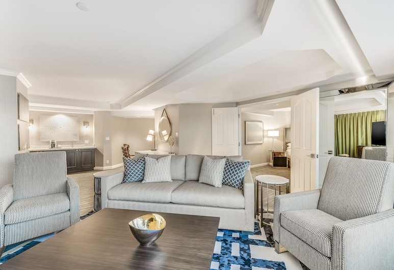 هارفيز ريزورت آند كازينو, ستيتلاين, Lake View Balcony Suite King Non-Smoking, غرفة معيشة
