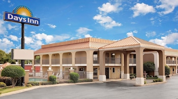Picture of Days Inn by Wyndham Dumas in Dumas