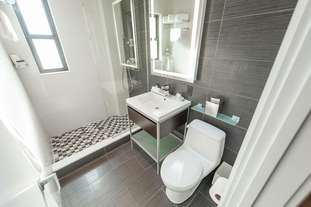 デラックス ダブルルーム ダブルベッド 2 台 - バスルーム