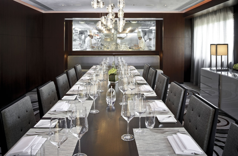 Book the mira hong kong hotel in kowloon for Design hotel employee rate