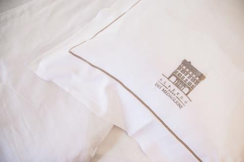 美達利奧尼皮酒店/