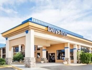 Picture of Days Inn Hendersonville NC in Hendersonville