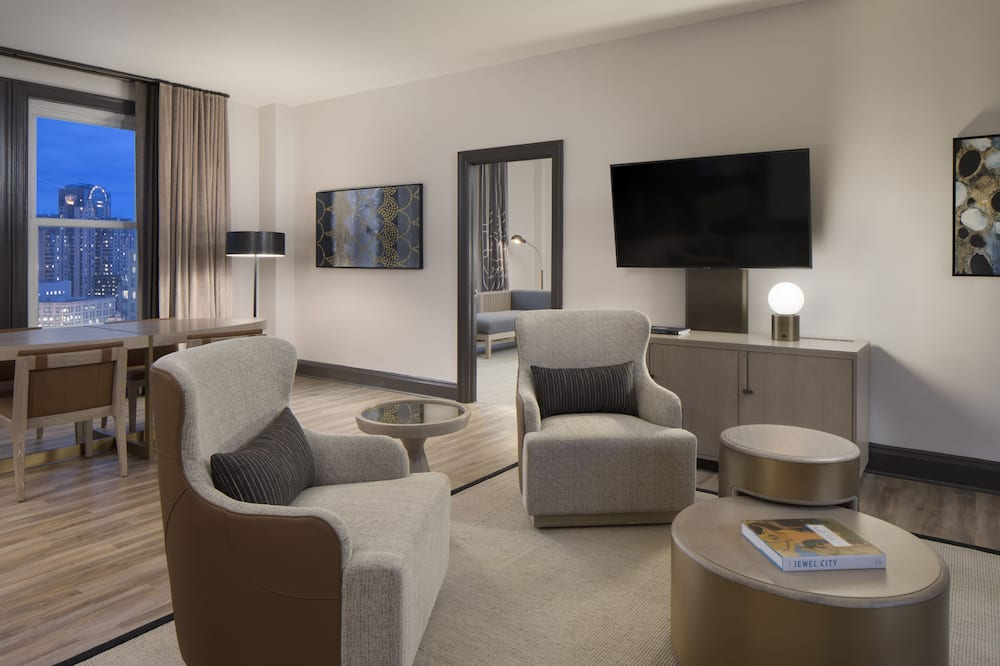 סוויטת דה-לוקס, חדר שינה אחד, נגישות לנכים, אמבטיה (Mobility) - סלון