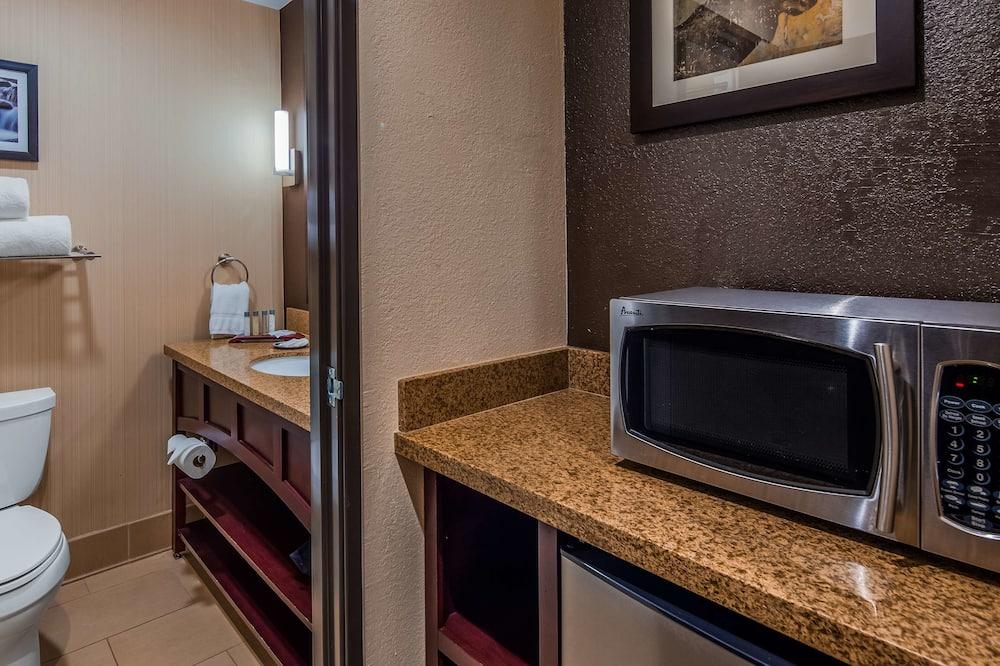 Chambre Standard, 1 très grand lit, non-fumeurs, réfrigérateur et four à micro-ondes - Salle de bain
