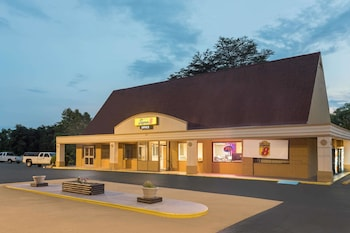 Picture of Super 8 by Wyndham Asheville Airport in Asheville