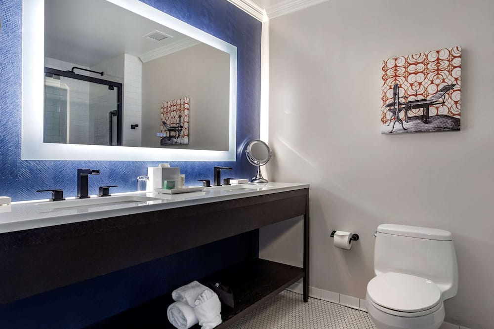 Standard Δωμάτιο, 1 King Κρεβάτι, Μη Καπνιστών - Μπάνιο