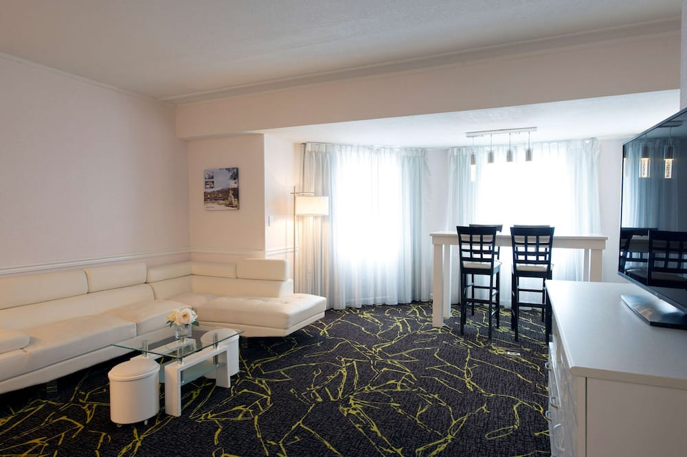 Suite, 1 King Bed (Harbour) - Living Area