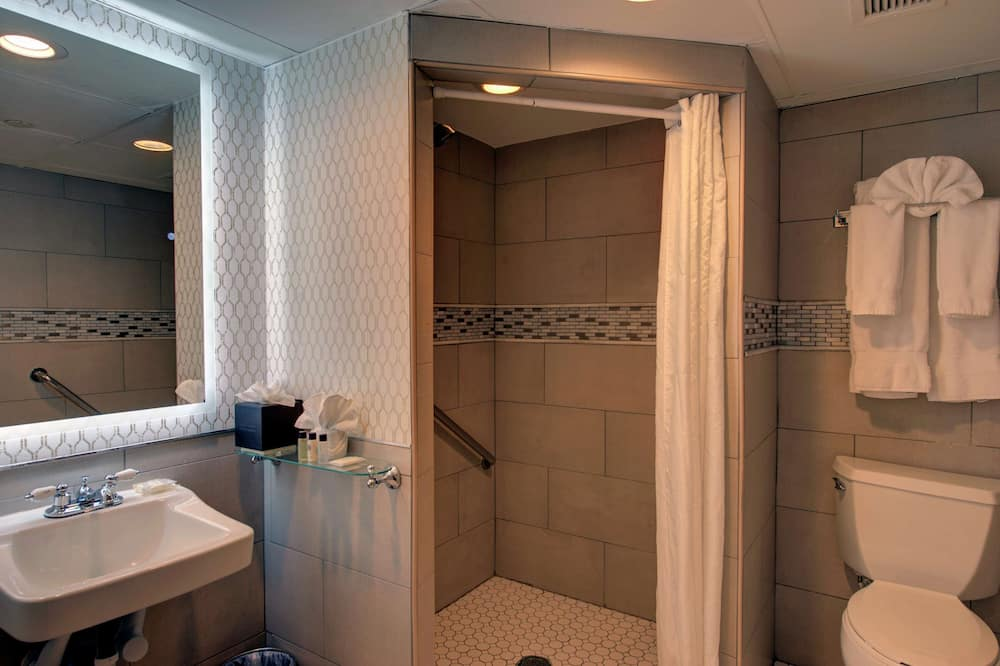 Room, 1 Queen Bed, Accessible (Mobility & Hearing, Roll-In Shower) - Bathroom