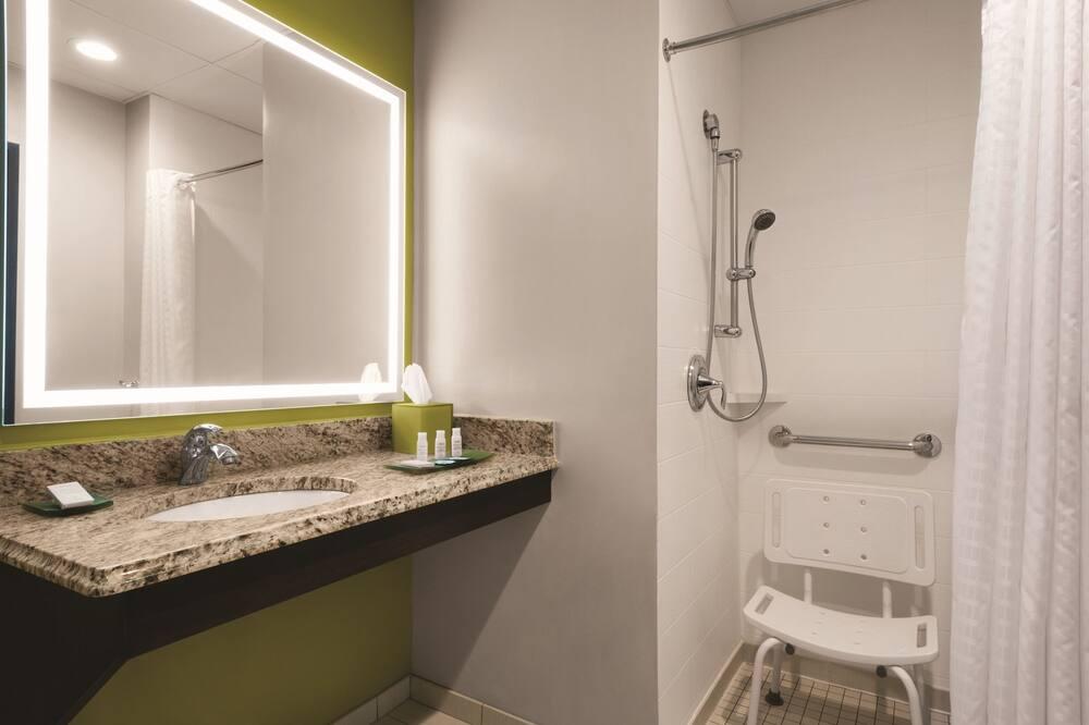 Premier Room, 1 King Bed with Sofa bed, Accessible (Sofa Sleeper) - Bathroom