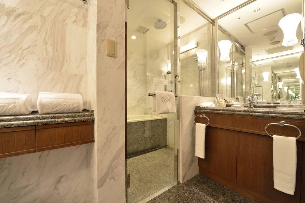 Executive Floor Tower Suite, No Smoking - Bathroom